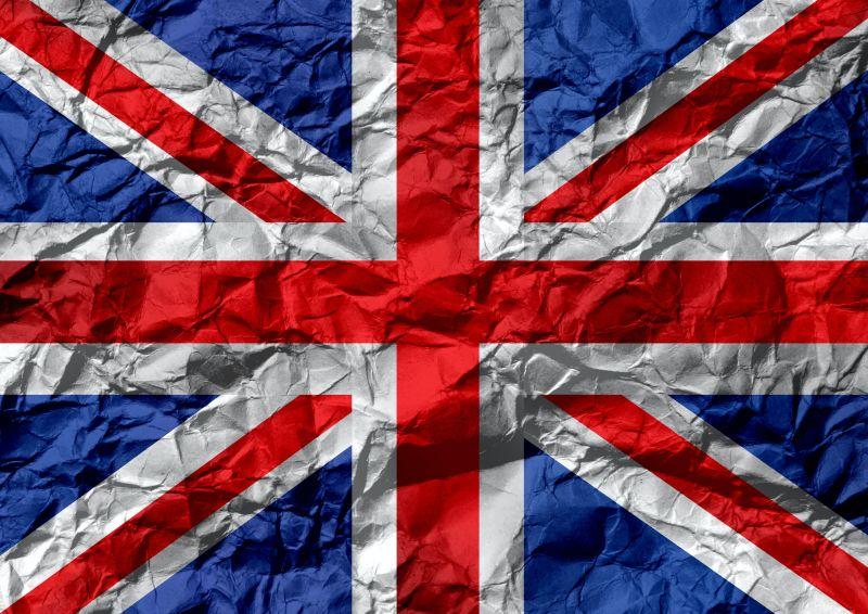 steagul Angliei imprimat pe o coala care a fost mototolita si apoi intinsa din nou