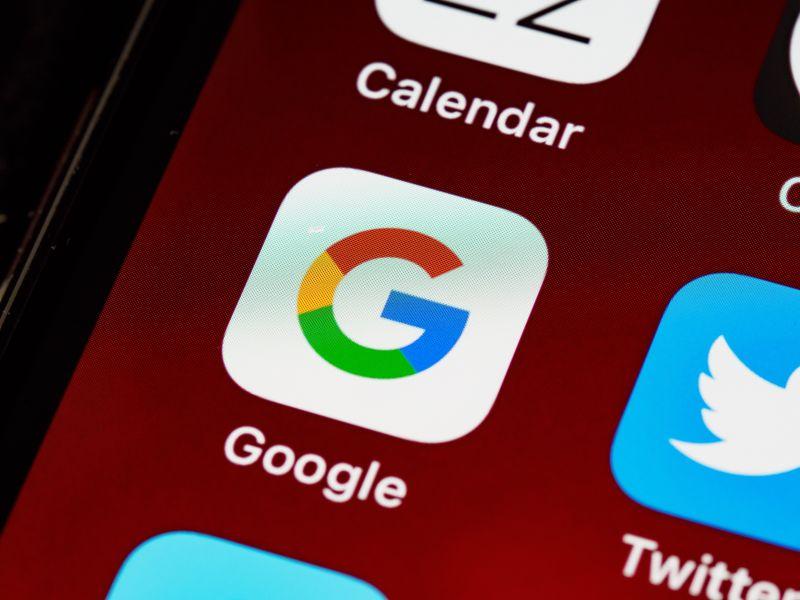 Detaliu pe meniul unui ecran de telefon in care sunt vizibile iconurile aplicatiilor Calendar, Twitter si Google