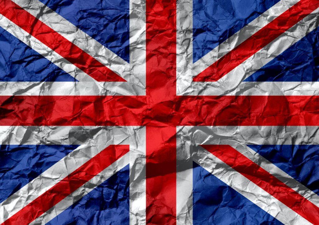 Steagul britanic din hartie, un pic mototolit